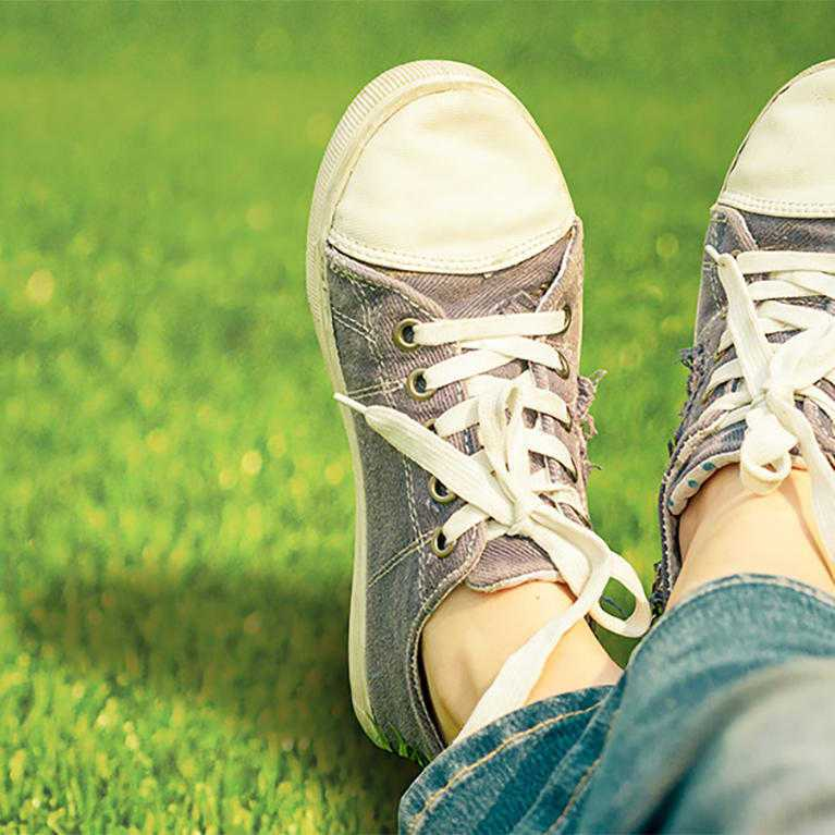 namgrass artificial grass feet up banner