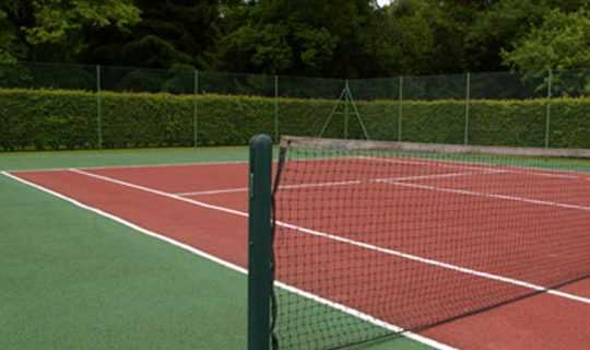 green and red artificial grass tennis court