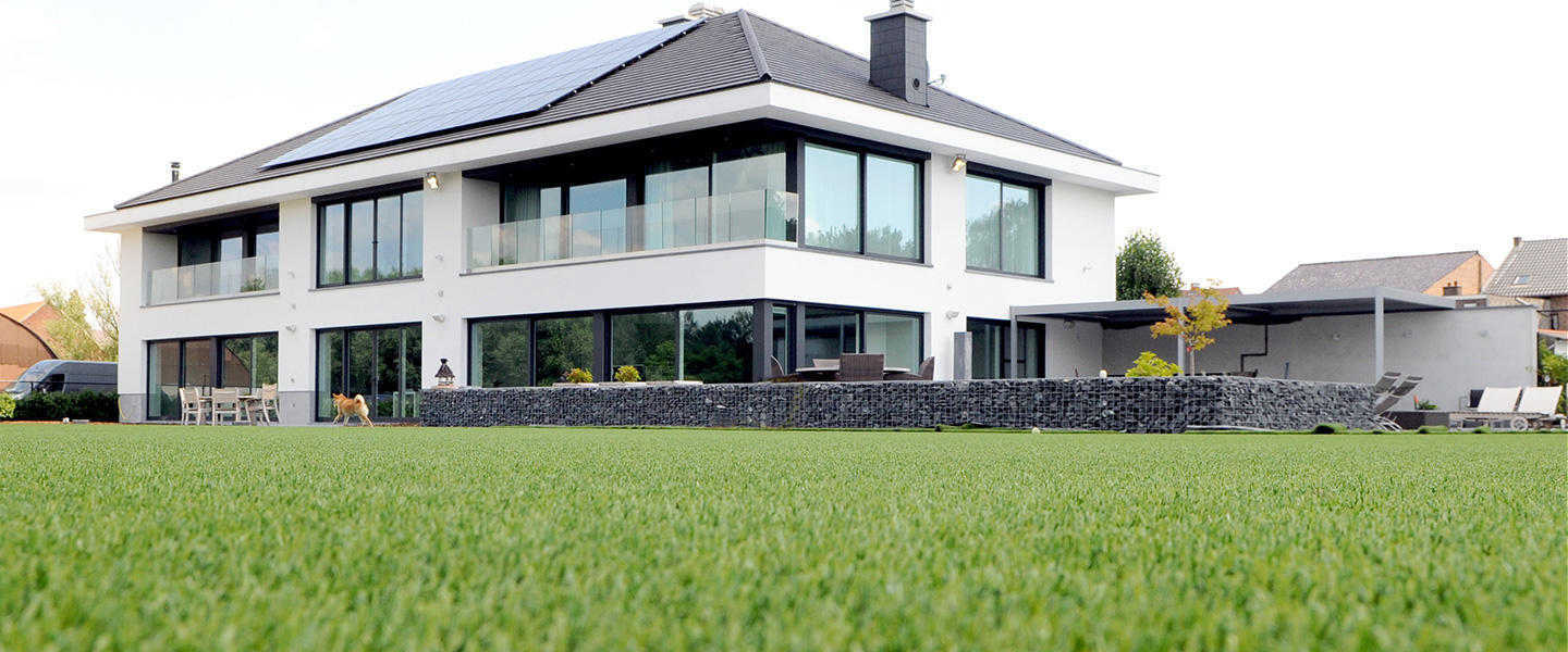 dense namgrass Elise laid at modern house