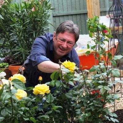 Alan Titchmarsh planting flowers