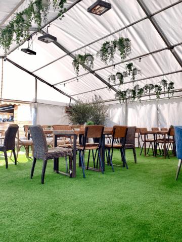 outdoor dining artificial grass area